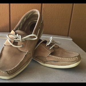 BASS boat shoes BEIGE (9) loafers, like new
